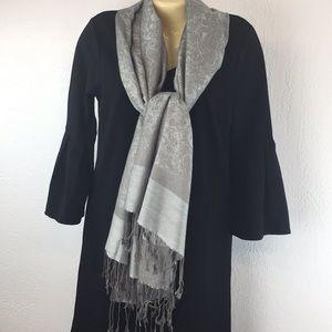 Pashmina gray scarf with fringe